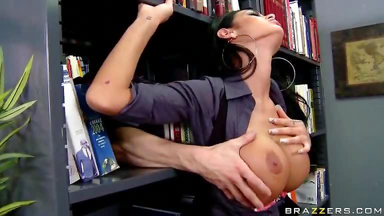 Il baise une femme flic avec des seins normes TuKifcom