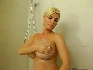 tres gros sein la bonne pute