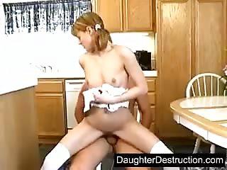 Horny teen seul la maison livre l'cart - Petite Amie