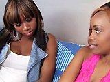 Baise avec deux salopes lesbiennes noires