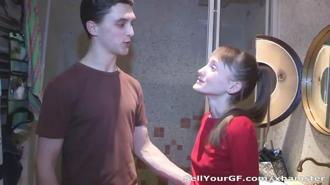 Vieux russe qui baise une teen de 18 ans - 3 part 1