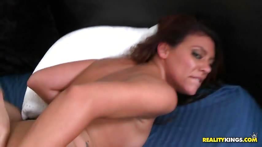 jeune salope enceinte vagin ecarte