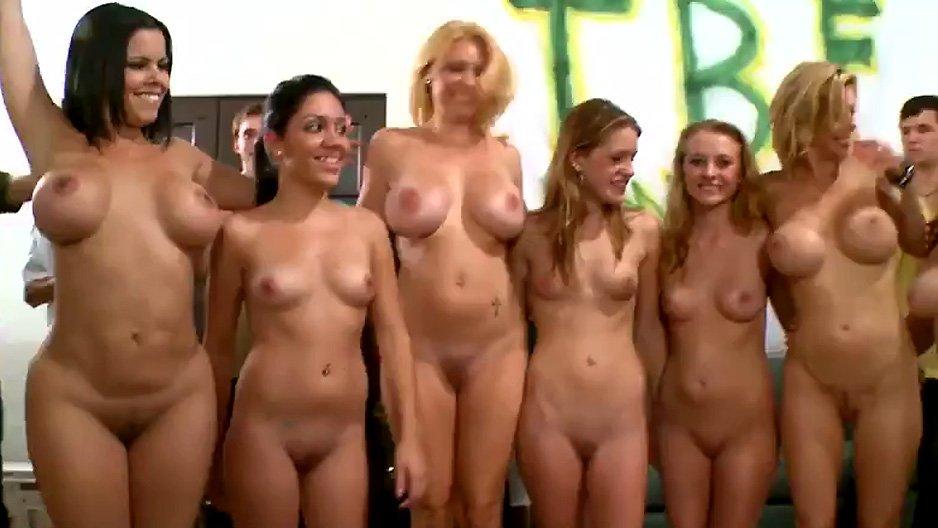 Jeunes Colocataires Sexy En Orgie